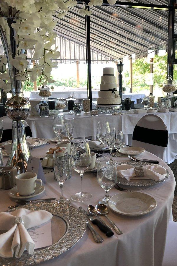 Wedding reception table decor and candy bar - WeddingConnexion.com