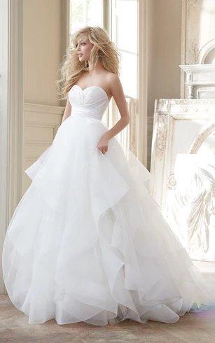 Modern Romance Gorgeous Sweetheart Neckline Bridal Gown