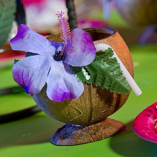 Perfect for an island vibe wedding, serve your guests exquisite tropical drinks in these coconut cups. The coconut cups are made from a real coconut and come complete with bendable straw and tropical flower.
