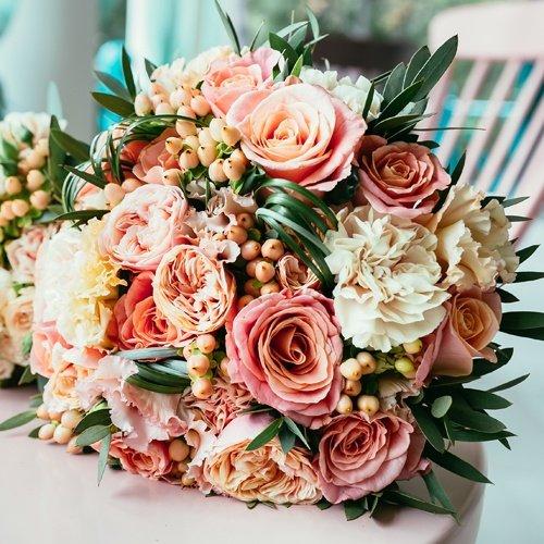 Nostalgic Roses & Carnations Wedding Flower Combo Pack