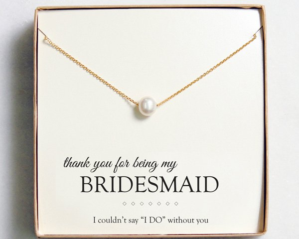 This charming freshwater pearl necklace makes for a special gift for your bridesmaid.