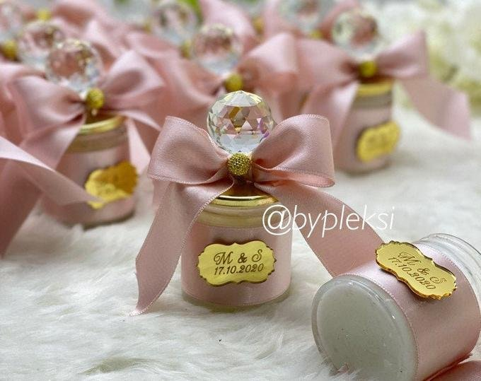 Custom Wedding Candle Favors